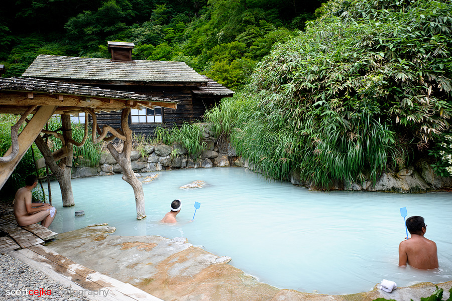 Top_30_Customs_in_Japan_onsen